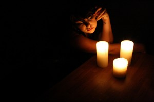 Использование света свечи