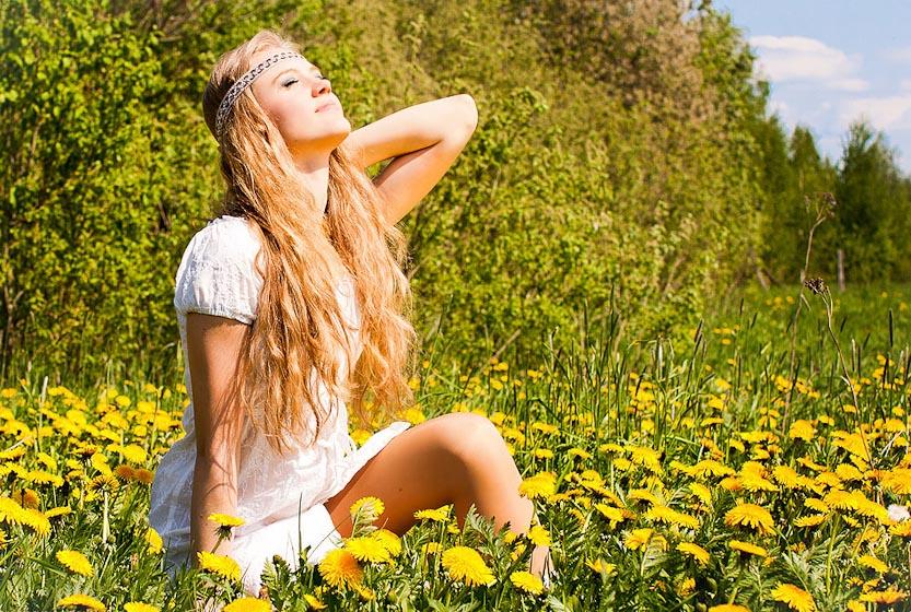 Подходящий выбор для летней фотосессии - цветочная поляна
