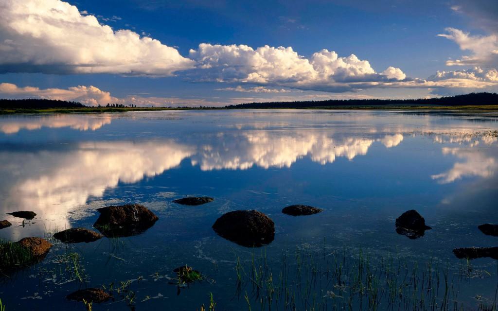 Не упустите возможности сфотографировать отражающиеся облака в воде
