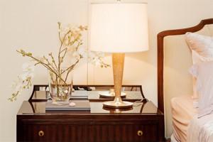 Выделите особенный предмет мебели