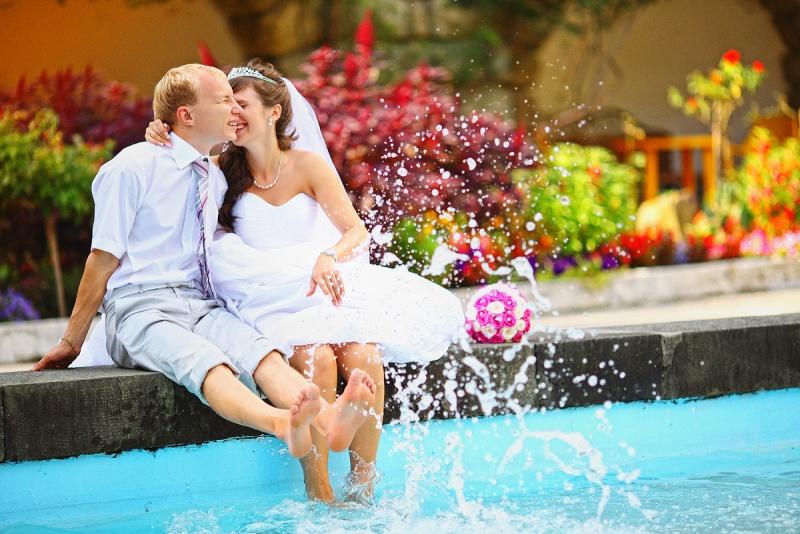 Попробуйте сделать свадебную фотосессию в поле