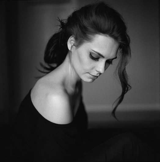 Съемка портрета в классическом черно-белом стиле