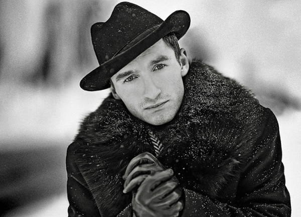 Фотосъемка черно-белого портрета на улице