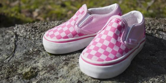 Коммерческая фотосъемка обуви на улице