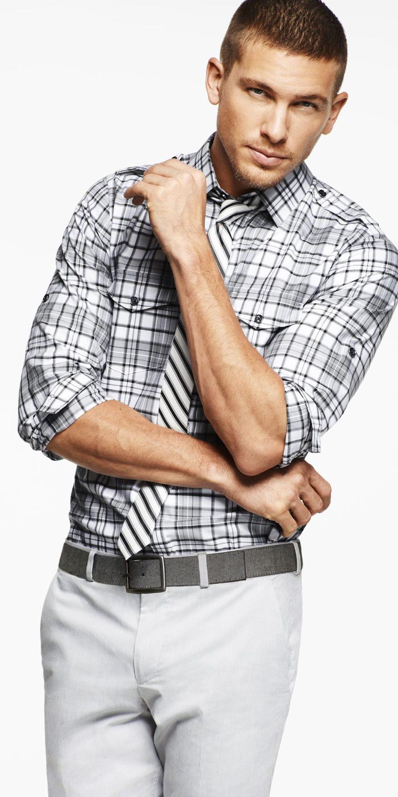 Классический образ мужчины: скрещенные руки на груди