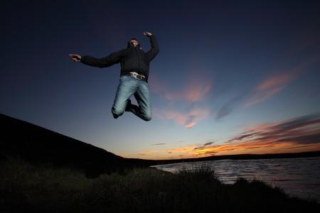 Фотография, прыжок на закате
